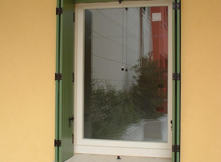 Scuri in legno per finestre ripiegabili - quattro M